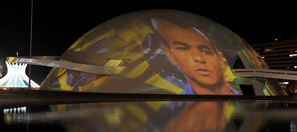 Museu Nacional iluminado durante o aniversário de 51 anos de Brasília