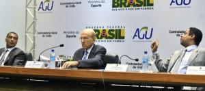 Ministros Jorge Hage e Orlando Silva, junto com o deputado federal Romário, no lançamento da Câmara de Transparência