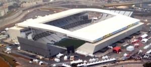 Segundo balanço do Corinthians, a construção do Itaquerão custou R$ 985 milhões. Clube reclama que atraso na emissão dos títulos já gerou prejuízos de R$ 80 milhões. Foto: Wikimedia