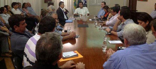 Prefeito de Natal, Carlos Eduardo (PDT), durante reunião com lideranças de organizações da sociedade civil para debater as desapropriações na cidade no dia 17/7.