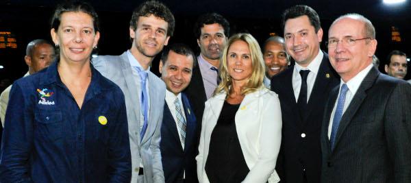 Os ex-atletas Ana Mozer, Guga, Raí, Hortência e Mauro Silva são recebidos pelos os senadores Sérgio Souza (PMDB-PR) e Paulo Bauer (PSDB-SC),.