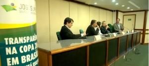 Mesa de debates do seminário Transparência na Copa 2014 em Brasília: Como está esse  jogo? Foto: Ana Póvoas/Instituto Ethos