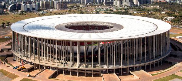 O Estádio Mané Garrincha foi o mais caro entre as arenas para a Copa 2014. O governo de Brasília gastou R$ 1,4 bilhão.